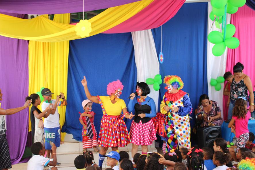 Dia de Circo diverte crianças na Escola Maria Edna Matos em Baixa Grande
