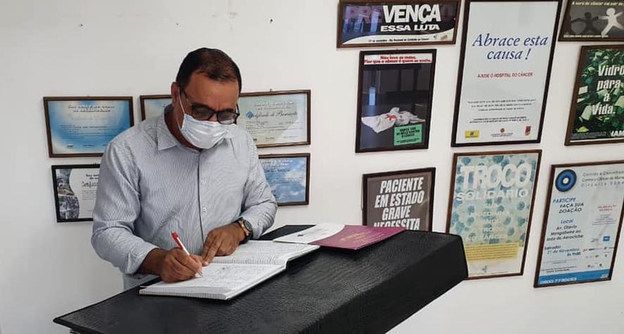 Prefeito de Nova Fátima vai doar um salário mínimo mensal ao Hospital Aristides Maltez