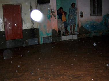 Chuvas alagam ruas de Baixa Grande