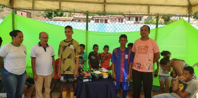 Secretaria de Assistência Social oferece uniformes esportivos para alunos do CRAS em Baixa Grande