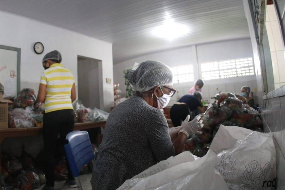Prefeitura de Riachão do Jacuípe distribui mais de 80 toneladas de alimentos em kits de merenda escolar