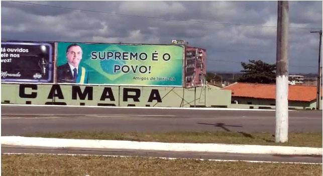Supremo é o Povo, informa Outdoor colocado em via pública de Ipirá